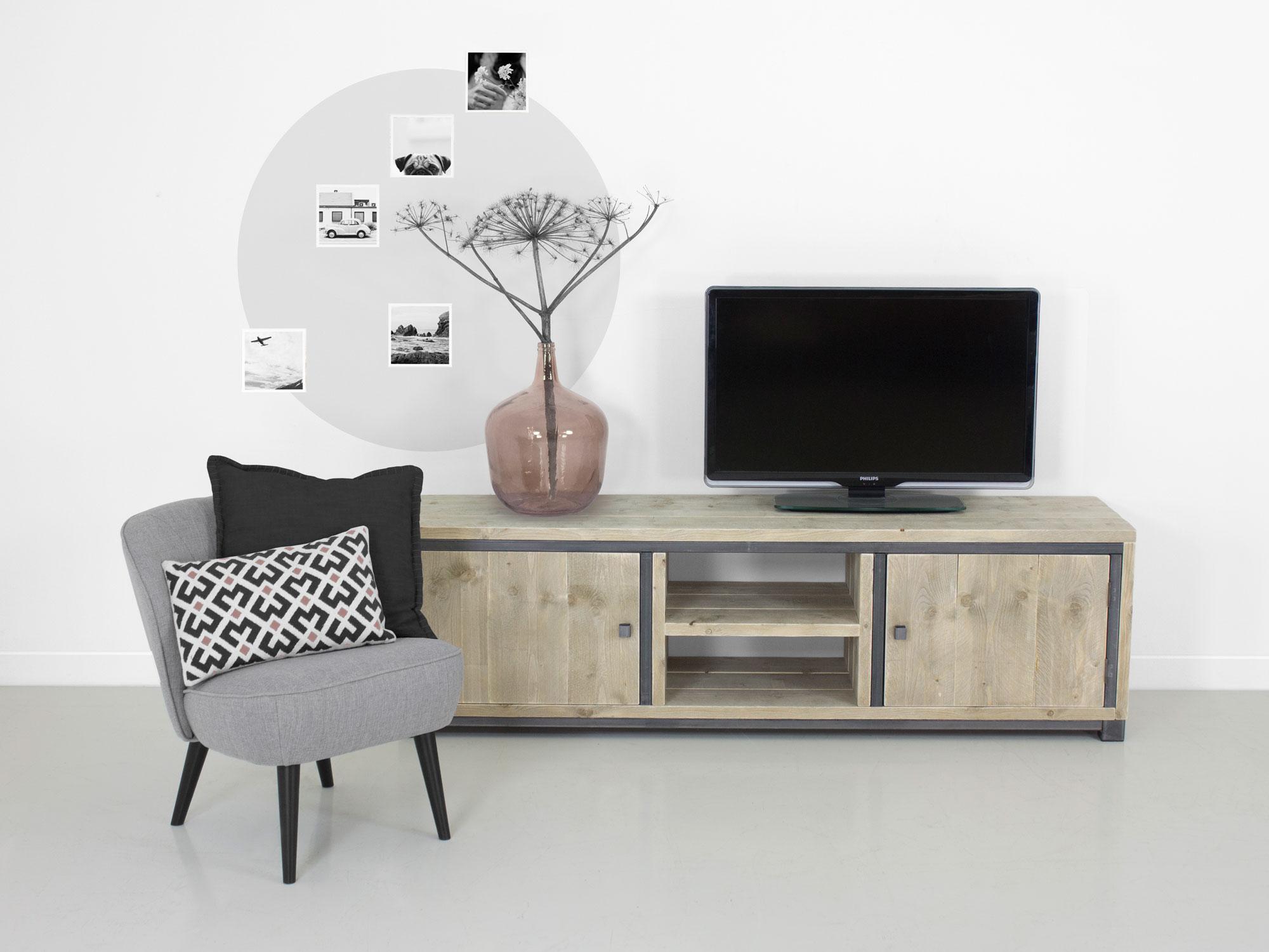 Industrieel tv meubel deen for Meubels industrieel