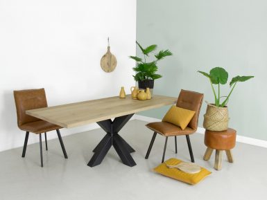 Industriele eikenhouten tafel Fedor met stalen onderstel