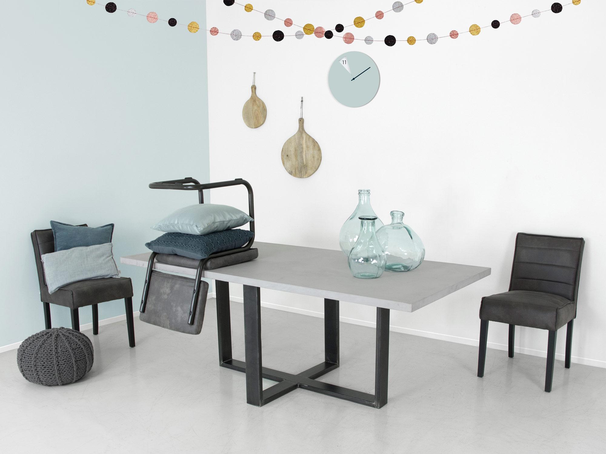 Betonlook tafel echt microbeton bekijk bij fØrn in showroom zwolle