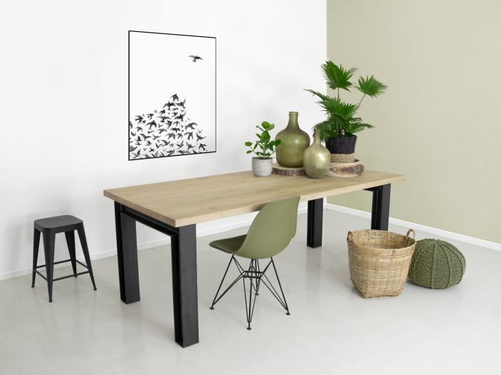 Industriele tafel H profiel balk eikenhout tafelblad
