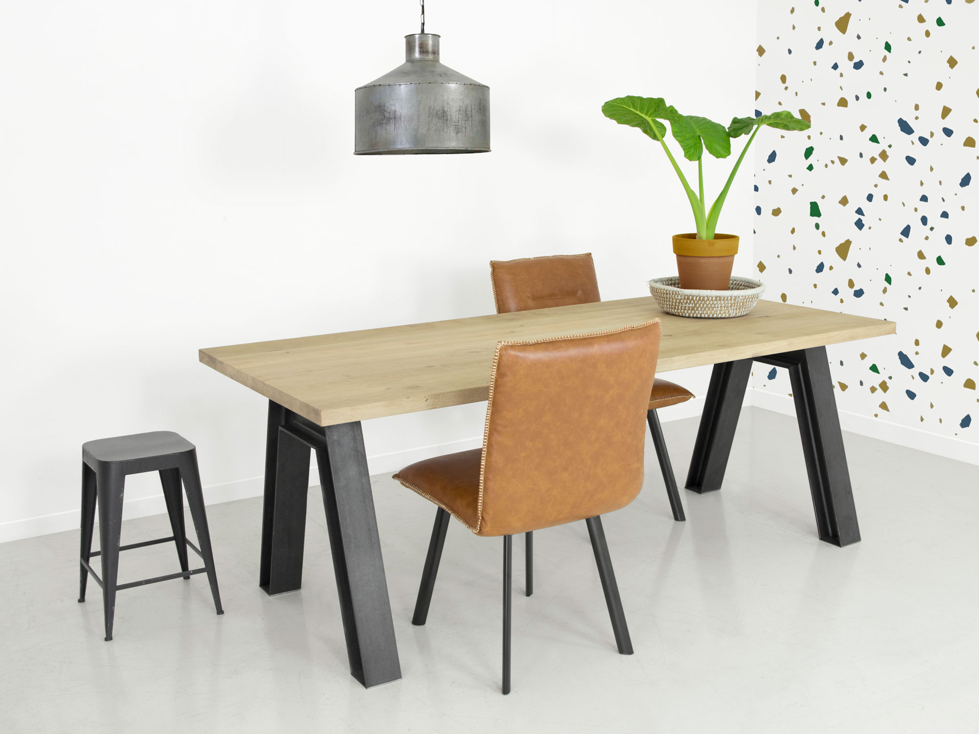 Industri le eettafel met massief houten blad f rn for Stalen onderstel tafel laten maken