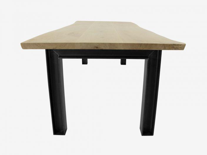 Industriele tafel op maat gemaakt met boomstam tafelblad