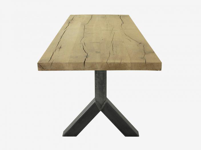 Industriele tafel met obuust eiken tafelblad en stalen Y-poot