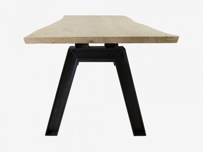 Industriele tafel met V-poot en boomstam tafelblad